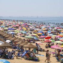 ¡Lleno hasta la bandera (azul) en las playas de Huelva! 🏖